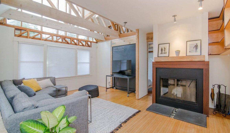 sala decorada e modernizada com móveis planejados